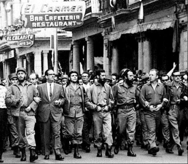 """""""En esta etapa inicial, y en qué mejor lugar para establecer el Gobierno de la República que en esta fortaleza de la Revolución (Gritos y aplausos); para que se sepa que este va a ser un gobierno sólidamente respaldado por el pueblo"""", expresó Castro (Foto archivo)"""